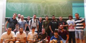 alumnos del taller de drones en universidad